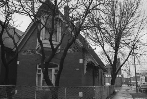 1300 North Oakley Avenue, demolished.